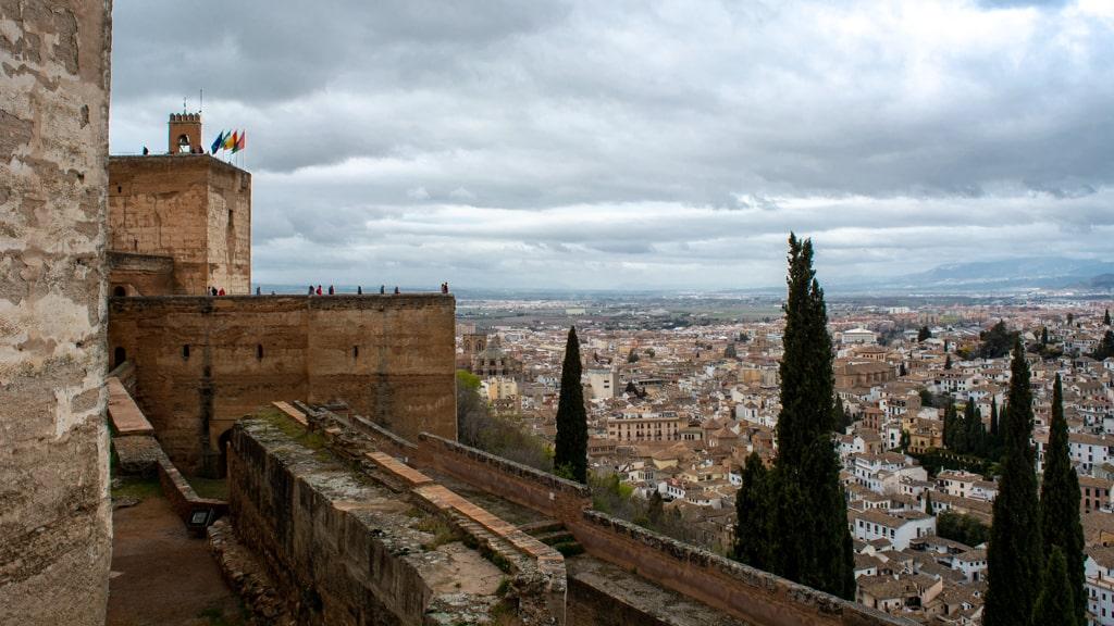 Widok na Granadę z pałaców Alhambry